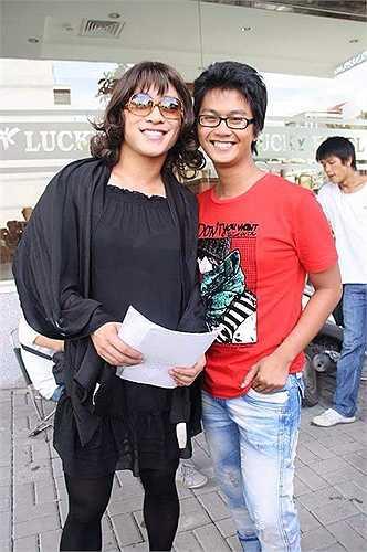 Ali và ca sĩ Tuấn Hưng trên trường quay 'Cho một tình yêu'. Đây là một trong những tấm ảnh được anh chia sẻ nhiều lần trên trang cá nhân.