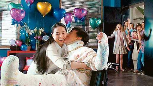 Cảnh ngọt ngào của vợ chồng Thành Long trong phim 12 con giáp
