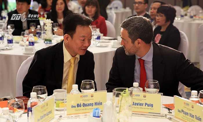Bầu Hiển khẳng định sẽ đưa Barca sang Việt Nam đồng thời mua công nghệ đào tạo, quản lý, kinh doanh bóng đá từ đội bóng số 1 hành tinh. (Ảnh: Phạm Thành)
