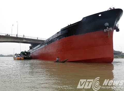 Hiện trường tàu Thành Luân 28 đâm va vỡ dầm cầu An Thái (Hải Dương) - Ảnh MK