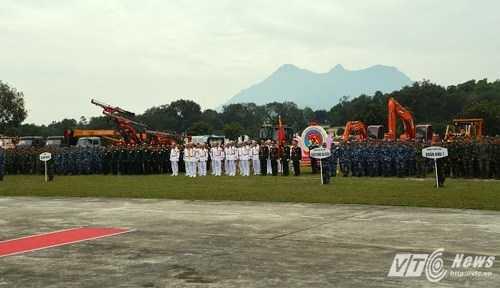 Các lực lượng tham gia lễ bế mạc hội thao - Ảnh: Hồng Pha