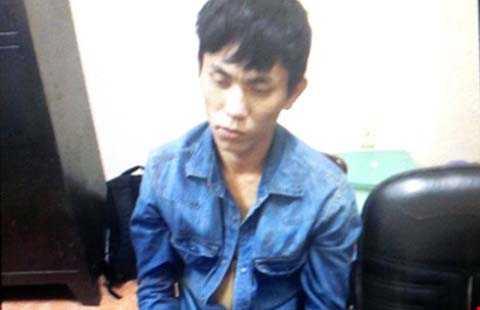 Siêu trộm Lê Văn Hoàn khi đi gây án luôn kè kè súng, dao để tấn công nạn nhân. Ảnh: HT
