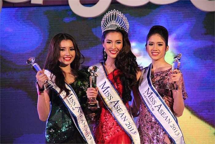 Với nhan sắc ngọt ngào và câu trả lời thông minh, Đồng Thanh Vy đã gây ấn tượng với BGK và giành ngôi vị Á hậu 2.