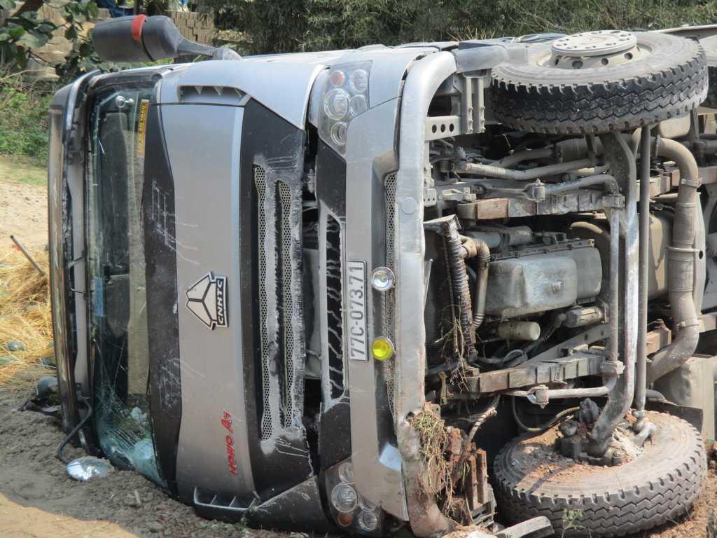 Chiếc xe bị hư hỏng nặng sau tai nạn.