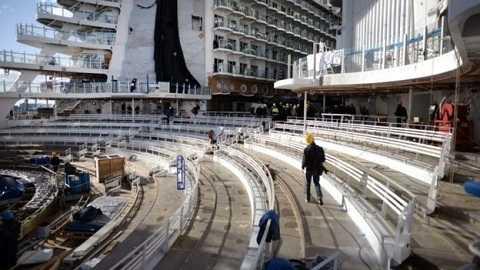 Con tàu khủng nhất thế giới dự kiến hoạt động chính thức trong hai tháng tới. Ảnh BBC