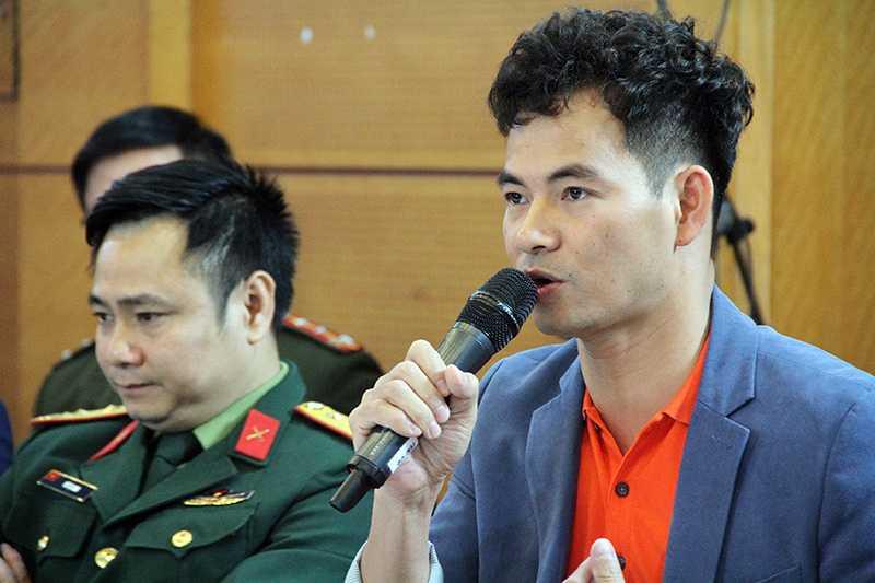 Nghệ sĩ ưu tú Xuân Bắc hài hước trả lời câu hỏi Vào Đoàn thì được gì (Ảnh: Phạm Thịnh)