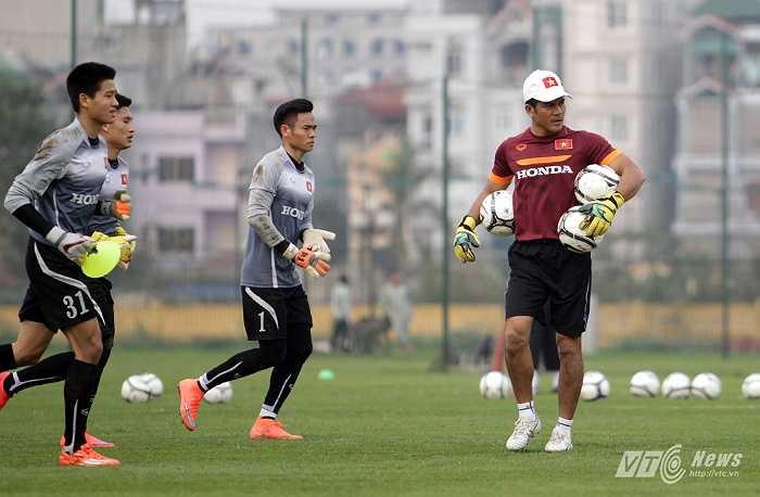Sinh ra ở Phú Yên nhưng Võ Văn Hạnh thành danh trong màu áo SLNA với chức vô địch V-League mùa đầu tiên (2001).
