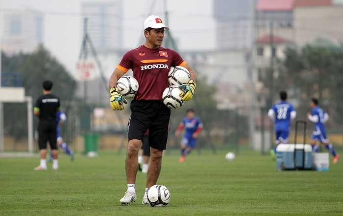 Mùa bóng 2002 đến 2005, anh là thủ thành số 1 của HAGL và cùng đội bóng phố Núi giành tiếp 2 chức vô địch V-League.