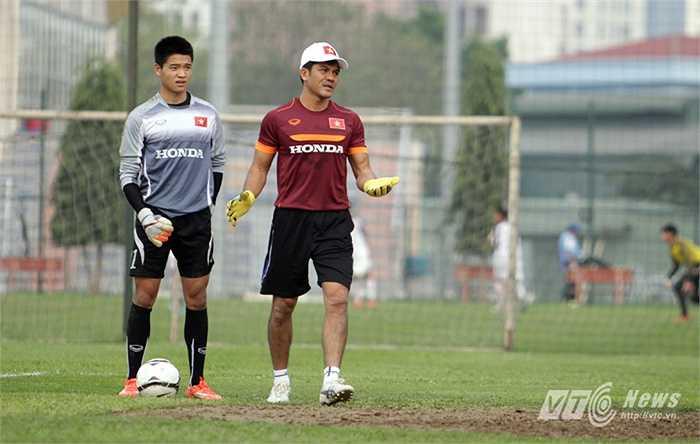 Tương tự Phí Minh Long cũng lần đầu trở thành thủ môn ĐTQG. (Ảnh: Hà Thành)