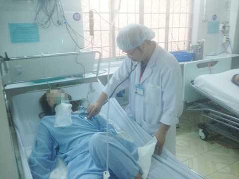 nạn nhân nằm tại bệnh viện