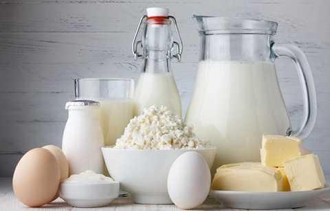 Phô mai hay những sản phẩm làm từ sữa sẽ dễ bị hỏng hoặc giảm hương vị khi cho vào ngăn đá