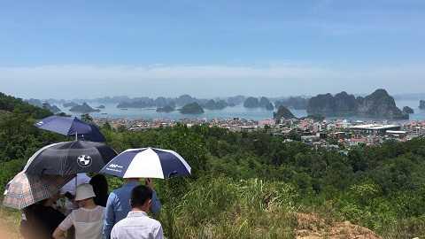 Toàn cảnh vịnh Hạ Long nhìn từ vị trí dự án FLC Hạ Long