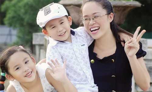 Minh Ánh bên gia đình
