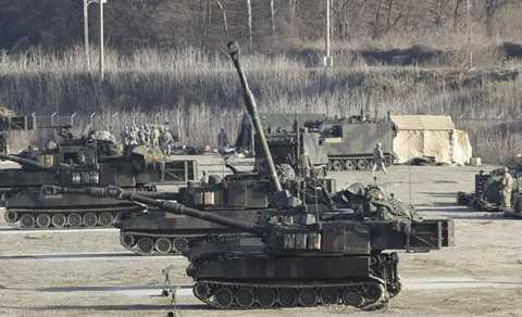 Bên cạnh lượng binh lính khủng tham gia, các trang thiết bị tối tân khác cũng được sử dụng như xe tăng, xe bọc thép