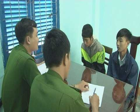 hai học sinh Sang và Hải tại cơ quan điều tra