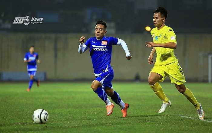Hàng thủ Hà Nội T&T chẳng phải quá xuất sắc, đá hòa nhã trong trận đấu mang tính giao lưu hữu nghị. (Ảnh: Phạm Thành)