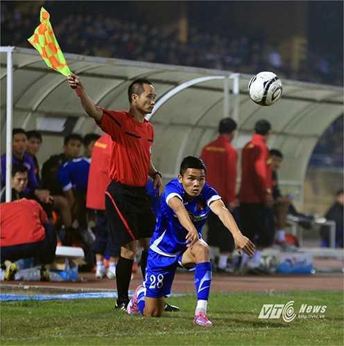 Nhưng dù đã tung toàn bộ các tiền đạo có trong tay vào sân, tuyển Việt Nam vẫn bất lực trong khâu ghi bàn. (Ảnh: Phạm Thành)