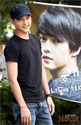 Song Joong Ki rắn rỏi kể từ sau khi giải ngũ.