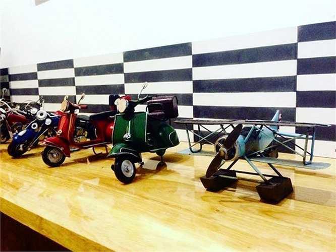 Những mô hình xe khủng chế tạo từ phế liệu từ lâu đã trở thành một trong những món quà lưu niệm phổ biến tại Việt Nam được du khách ưa chuộng.