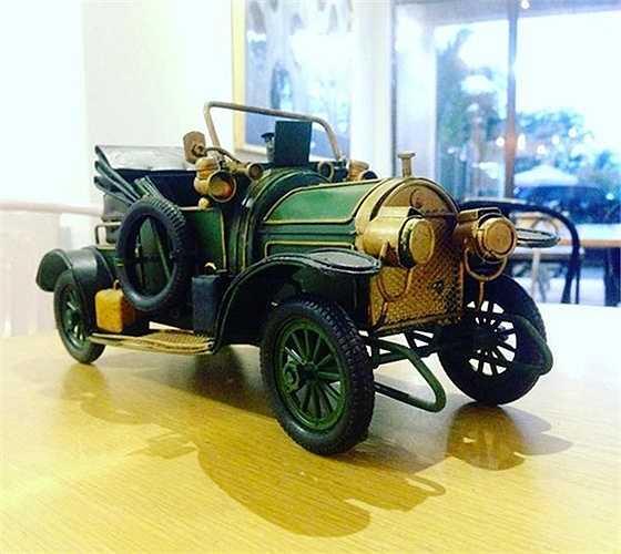 Tùy vào kích thước và độ tinh xảo, một chiếc xe mô hình từ phế liệu sẽ có trọng lượng từ 1 kg - 10 kg và giá bán từ 100.000 tới hàng triệu đồng. (Nguồn: Kiến thức)