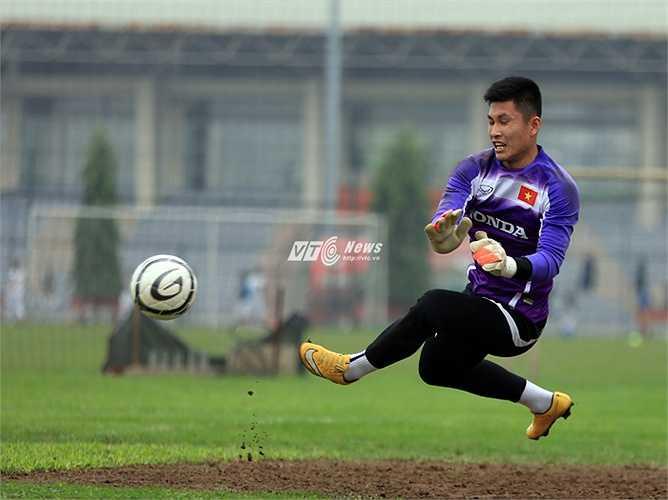 Thủ thành Tuấn Linh sẽ được trả lại bắt cho Than Quảng Ninh ở trận đấu tối nay. (Ảnh: Phạm Thành)