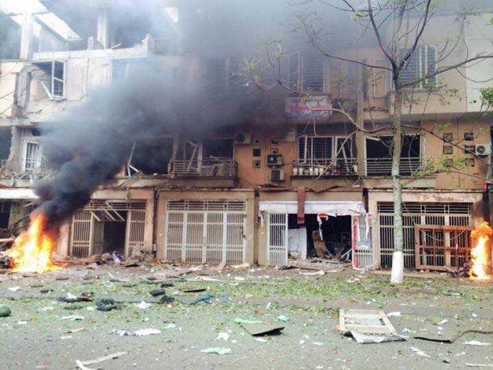 Hiện trường tan hoang sau vụ nổ lớn - Nguồn ảnh: Xuân Sơn (otofun)
