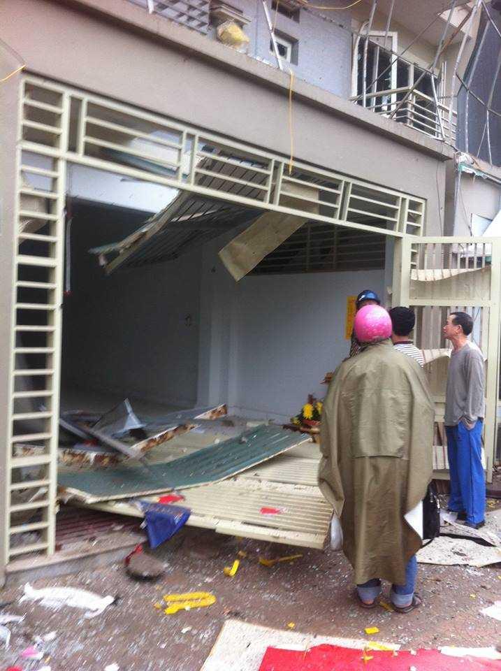 Nhà bị sập sau vụ nổ - Ảnh: Minh Quyết