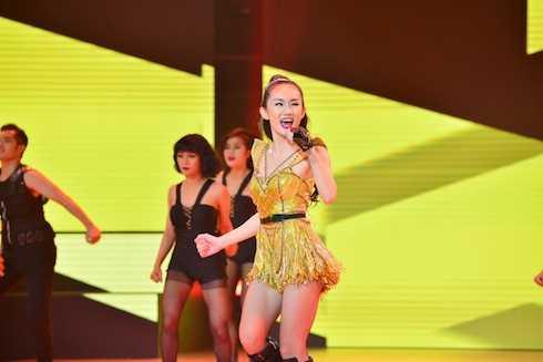 Trong đêm thi này, ngoài phần trình diễn của các cặp đôi thì còn có sự xuất hiện của ca sĩ Hoàng Bảo An với tư cách khách mời qua ca khúc Papi với phần hát và vũ đạo chuyên nghiệp.