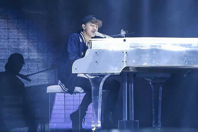 Tiết mục còn lại, Noo trở về đúng sở trường với dòng pop ballad. Trước đêm chung kết, anh gặp vấn đề sức khỏe khiến giọng hát có phần bị ảnh hưởng.
