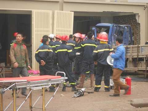 Chiếc xe tải của chị Lệ và anh Thủy tại hiện trường vụ nổ