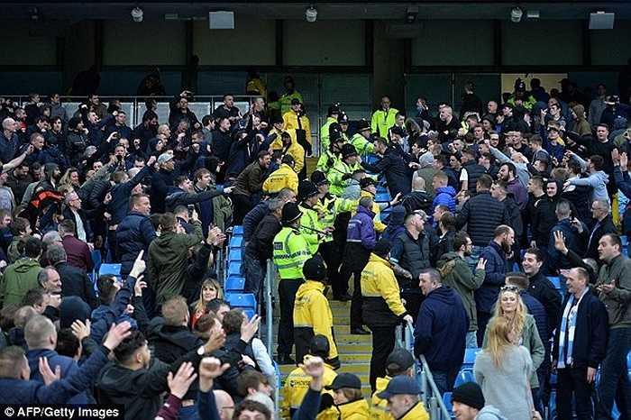 Sau trận thua MU, Man City không còn cơ hội đua tranh ngôi vô địch Premier League