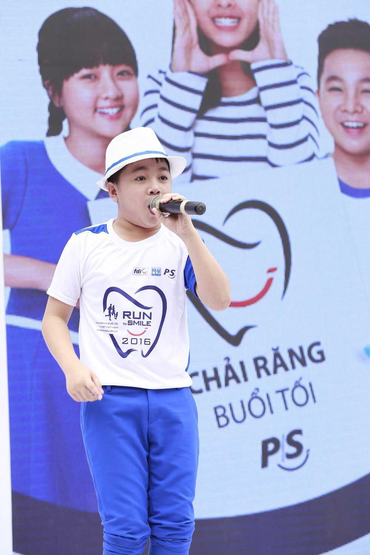 Con trai nuôi của danh hài Hoài Linh cũng được tạo điều kiện để phát triển năng khiếu nghệ thuật.