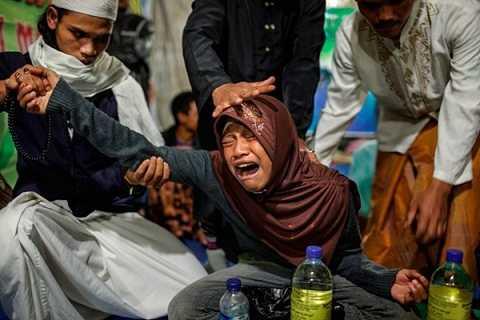 Muhammad đang được điều trị bằng liệu pháp tâm thần theo quy trình uống thức uống thảo dược, cầu nguyện, nôn mưa rồi bị thôi,mi ên.