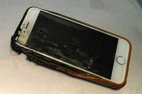 Chiếc điện thoại iPhone 6 đã bị hư hỏng nặng.