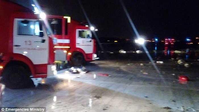 Xe cứu hộ có mặt tạ hiện trường ngay sau khi xảy ra tai nạn