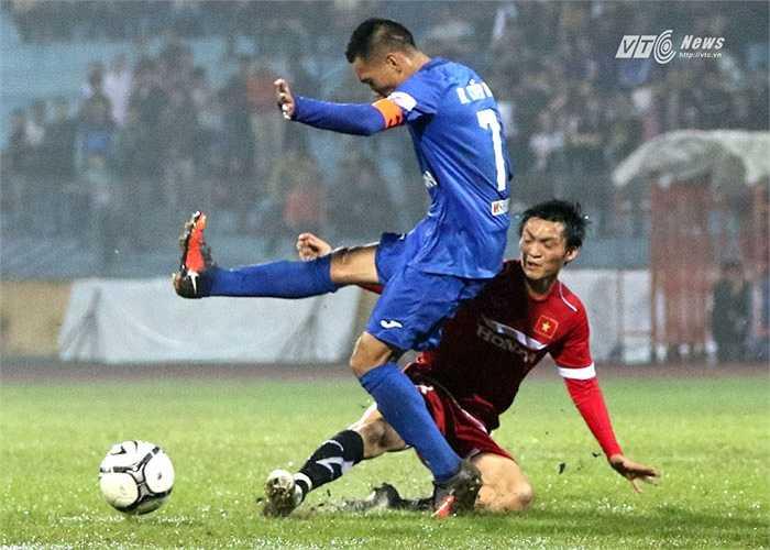 Công Vinh nói Tuấn Anh sẽ là tương lai của bóng đá Việt Nam. (Ảnh: Quang Minh)