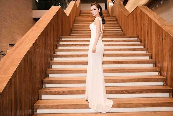 Vẻ gợi cảm của Hoa hậu Jennifer Phạm khiến người đối diện khó rời mắt.