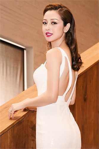 Thời gian gần đây, cô thường xuyên xuất hiện nổi bật và khác lạ khi đầu tư vào trang phục và thay đổi kiểu tóc.
