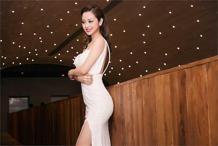 Gần đây, cô cũng nhận được sự chú ý của khán giả khi tham gia chương trình Bước nhảy Hoàn vũ 2016 phiên bản Vip Dance.