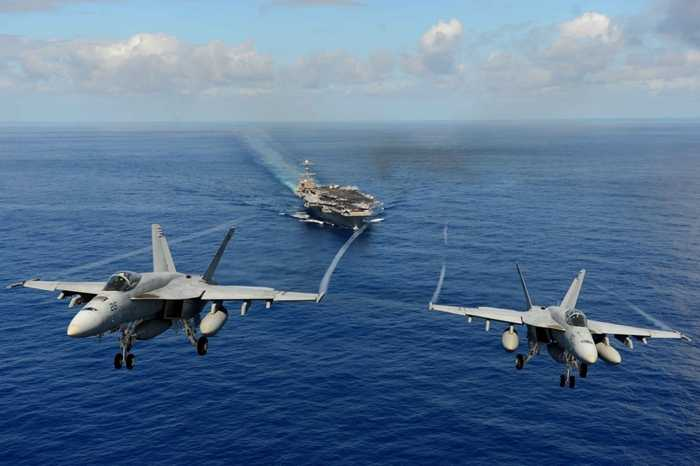 Hai chiến cơ F/A-18E Super Hornets xuất kích từ tàu sân bay  USS John C. Stennis