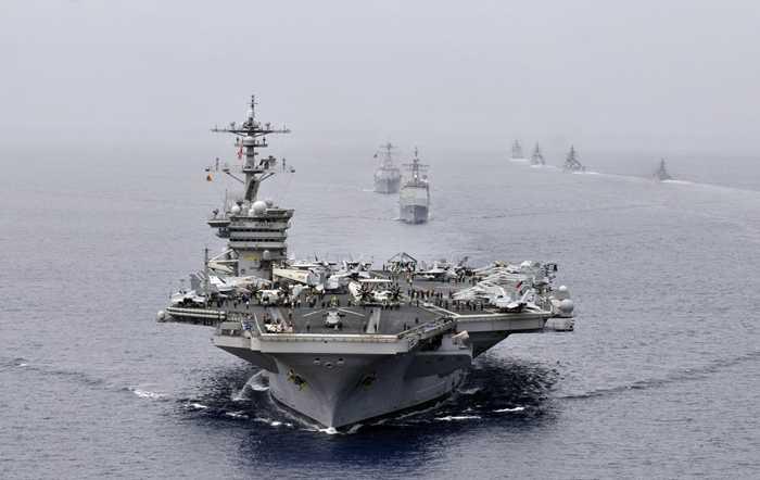 Tàu sân bay USS Carl Vinson (CVN 70) dẫn đầu nhóm tàu khu trục trong cuộc tập trận Malabar 2012