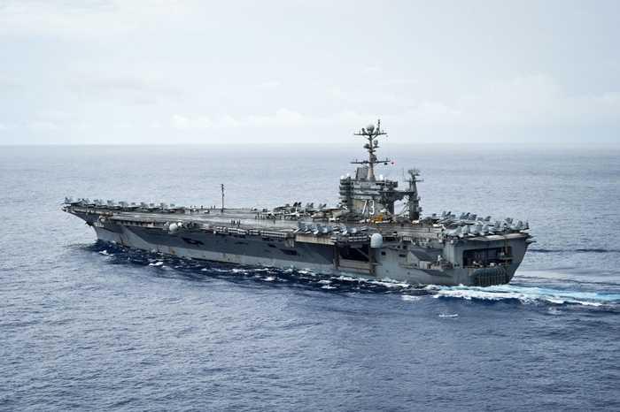 USS George Washington (CVN 73) rẽ sóng Thái Bình Dương