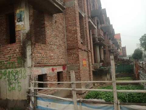 Sau 8 năm khu biệt thự này vẫn bị bỏ hoang