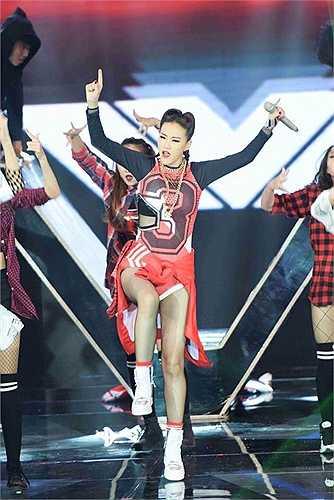 Trong đêm chung kết The Remix diễn ra cuối tuần qua, nữ ca sĩ Maya mặc một bộ bodysuittheo phong cách thể thao khá 'ngầu'.