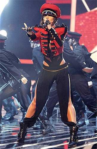 Cụ thể, trang phục cô mặc bị cho là giống hệt đồ diễn của nữ ca sĩ người Anh Cheryl Cole.