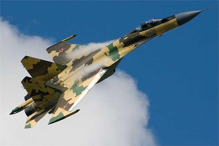 Rằn ri của chiếc Su-35 Super Flanker khi xuyên mây