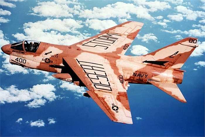 Chiến cơ A-7E Corsair II của Mỹ khi làm nhiệm vụ trong chiến dịch Bão táp sa mạc