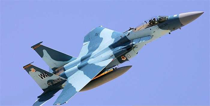 F-15C-27-MC Eagle sơn rằn ri hải quân của Mỹ