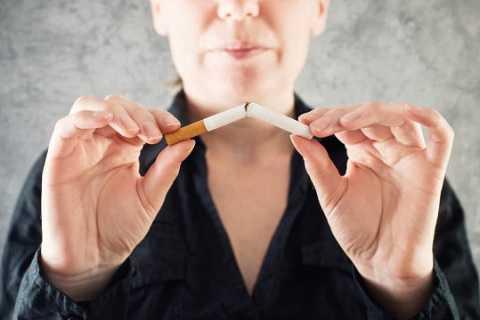 Bỏ thuốc ngay lập tức có tỉ lệ cai thuốc thành công cao hơn giảm dần lượng hút mỗi ngày
