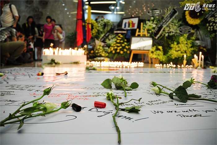 Buổi lễ tưởng niệm diễn ra trong không khí xúc động khi nước Bỉ vừa trải qua thảm họa khủng bố (Tùng Đinh/Thực hiện)